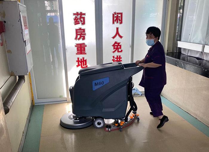 手推式洗地机在医院清洁