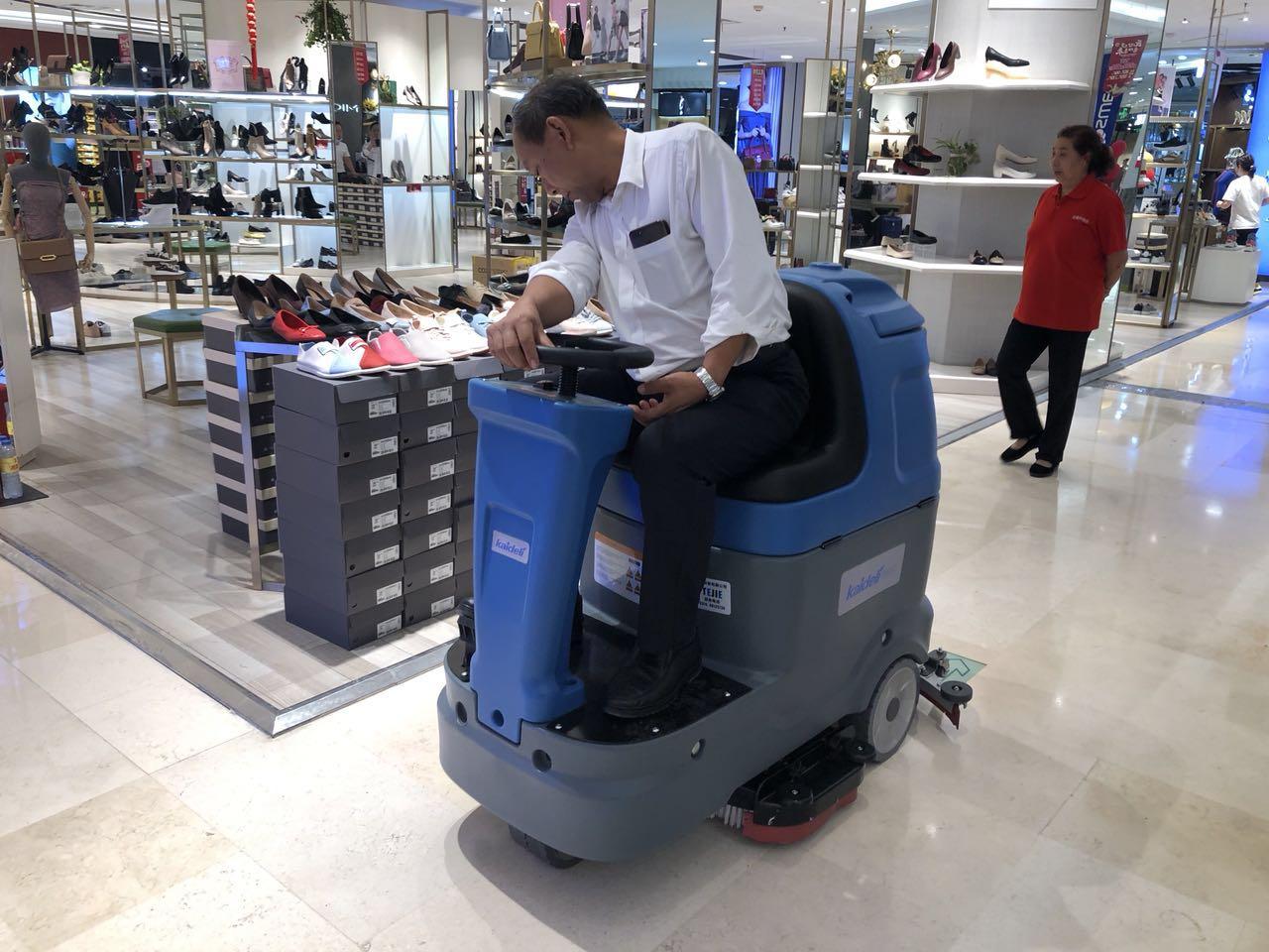 重庆好又多超市采购洗地机清洁地面