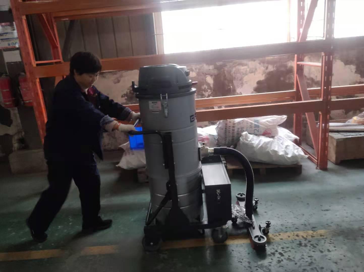工业用粉尘防爆吸尘器的作用