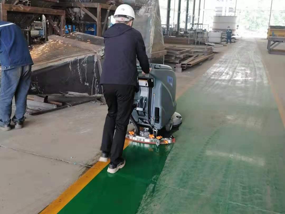 大型工厂车间地面清洁使用洗地机