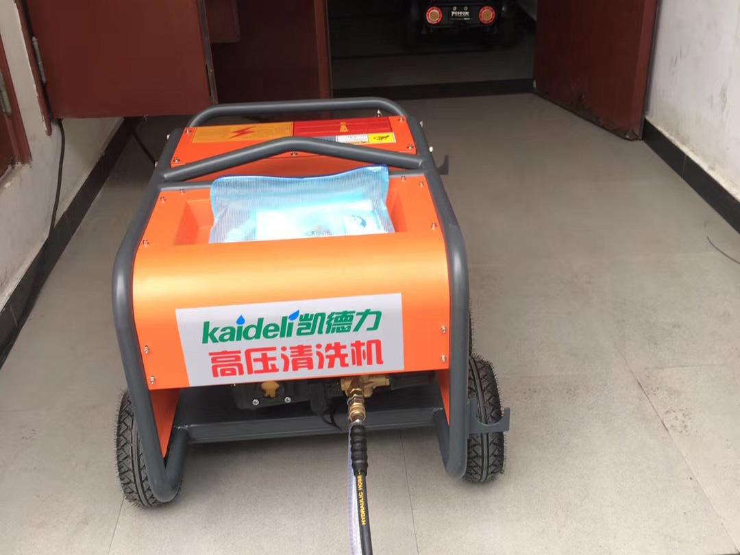 重庆小区物业采购高压清洗机冲洗路面、水池